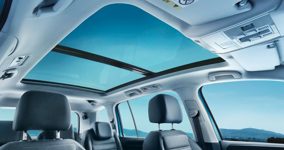 M08_D_highlights_panoramic_roof_day_sm